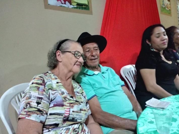 A Irmã do aniversariante, Ciroka, como é chamada, com o veterano de 97 Elizeu Honório com