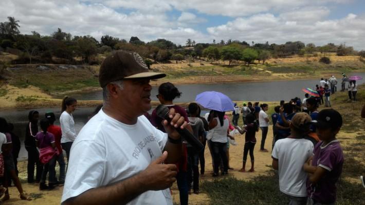 Prefeito Zeca Braga falou ao povo sobre a importância de cada um contribuir com o cuidado com o manancial